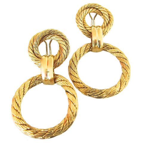 Gold_Doorknocker_Earrings_circa_1960