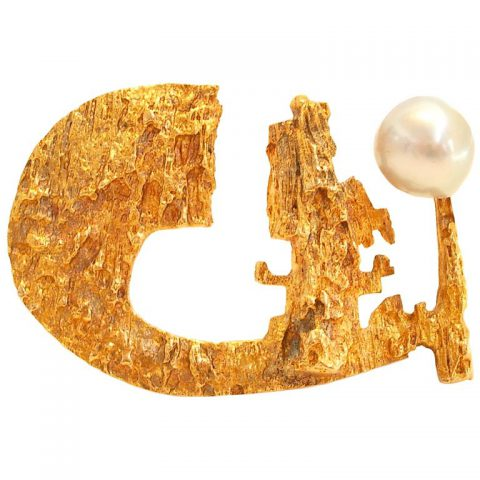 Gold_and_Pearl_Brooch_c1967